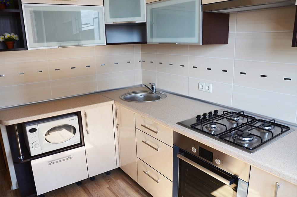 микроволновка на кухне дизайн фото